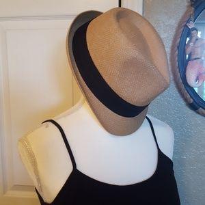 Accessories - Phadora hat